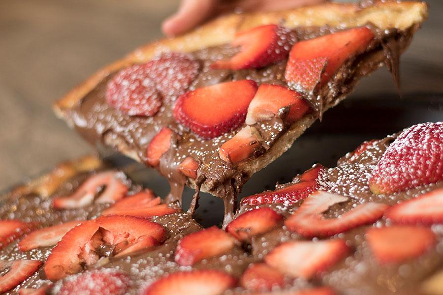 Strawberry Nutella Pizza